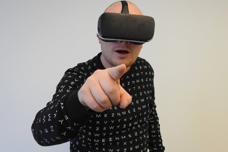 Oculus Virtual Reality (VR) gadget
